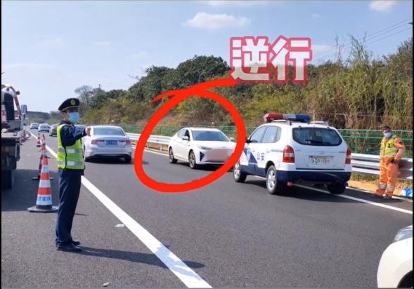 實習女司機高速逆行,還怒懟交警:扣下來,你養我啊