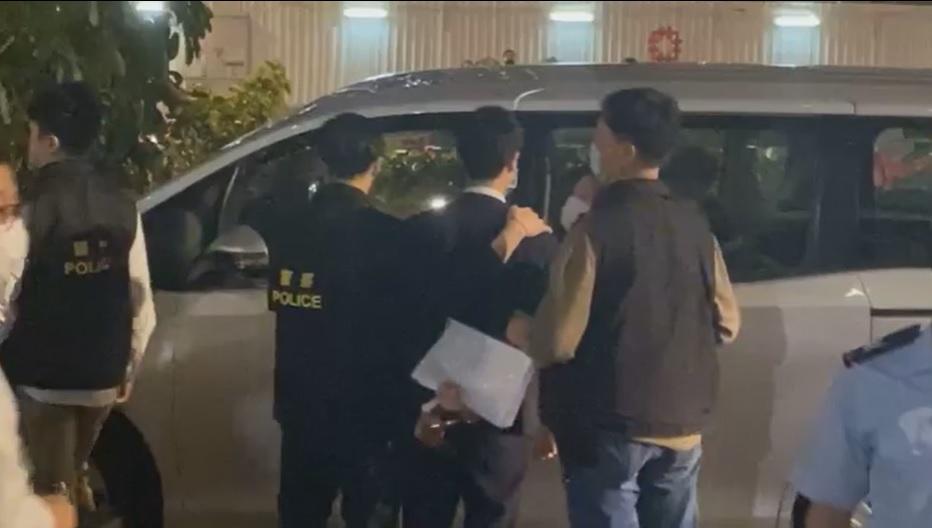 【大拘捕】报称律师男子进法院不果 与警争拗后被捕带走