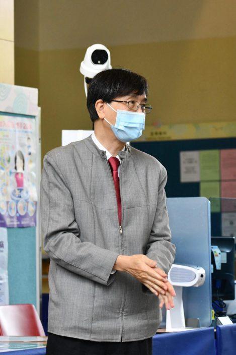 袁国勇自行打复必泰疫苗 吁市民接种疫苗