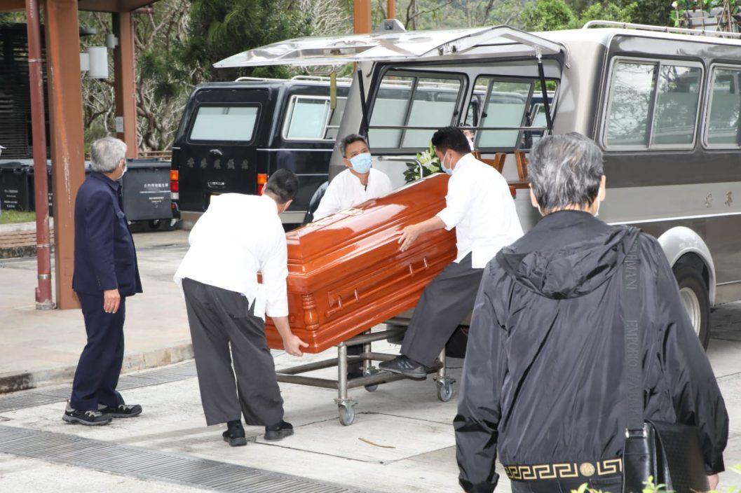 【吴孟达出殡】骨灰何时运回马来西亚    达哥遗孀未有回应提问