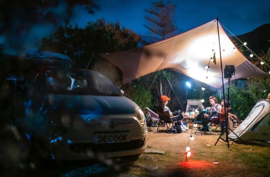 赖慰玲一家三口Car Camping    蔡思贝明做电灯胆阻住晒