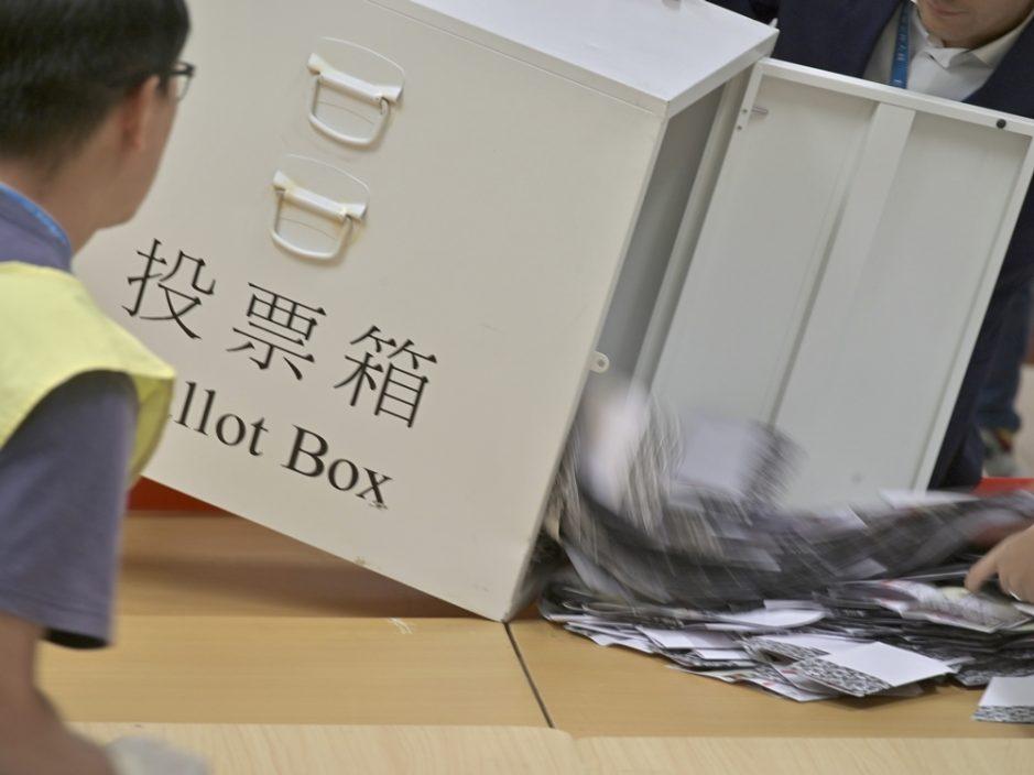 港研调查:近七成市民赞成中央完善香港选举制度
