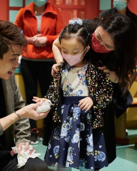 刘倩婷产前赶为女儿开5岁生日P 陈茵媺梁咏琪带子女到贺