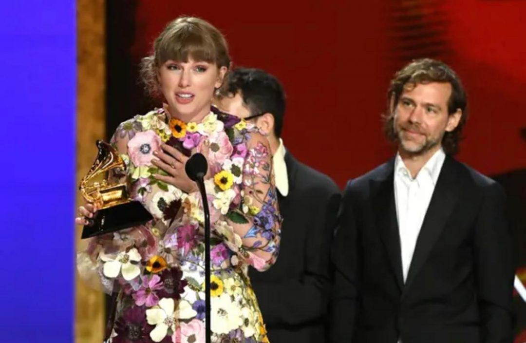【格林美】23岁H.E.R.爆冷赢年度歌曲 Billie Eilish获颁年度制作大奖