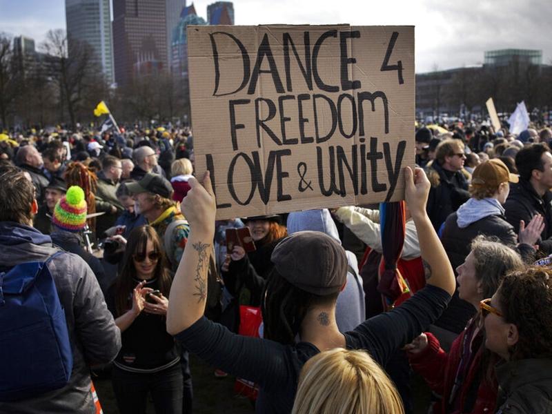 荷兰大选前夕爆反防疫示威 惹警民冲突20人被捕
