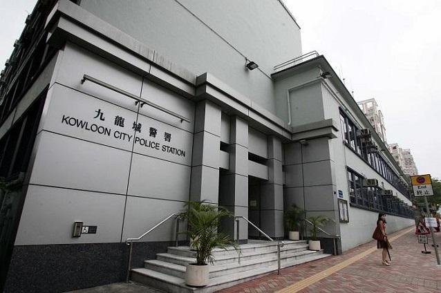 九龙城女子报案遭丈夫抢手机 复开车撞倒