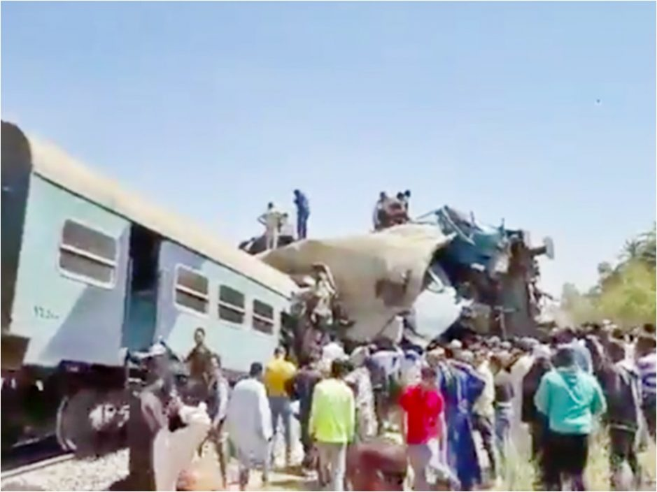 埃及南部火车相撞酿至少32死 疑有人按下紧急煞车掣