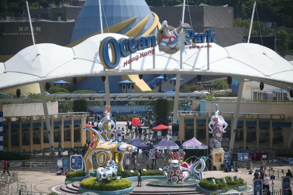 【长假最后一天】海洋公园续人头涌涌 游人称设施轮候半小时