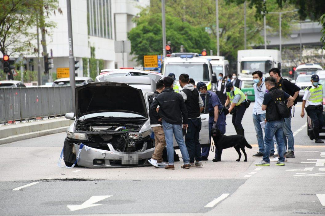 【片段曝光】黑帮地盘工疯狂驾驶撞6车遭警开枪制止 右肩受伤情况危殆