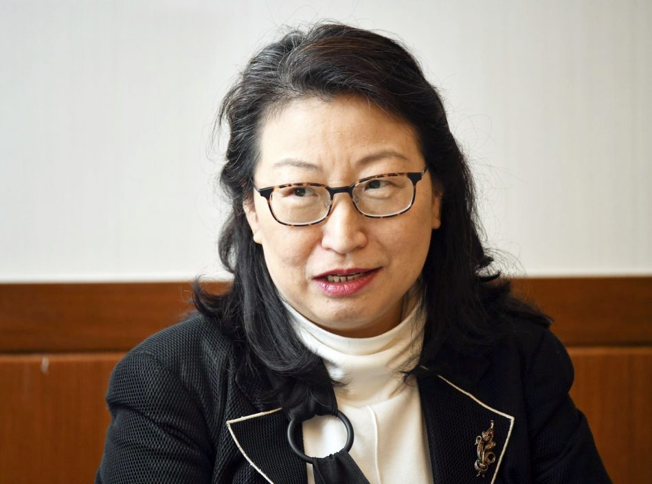 郑若骅料香港成争议解决服务枢纽 助衍生更多交易