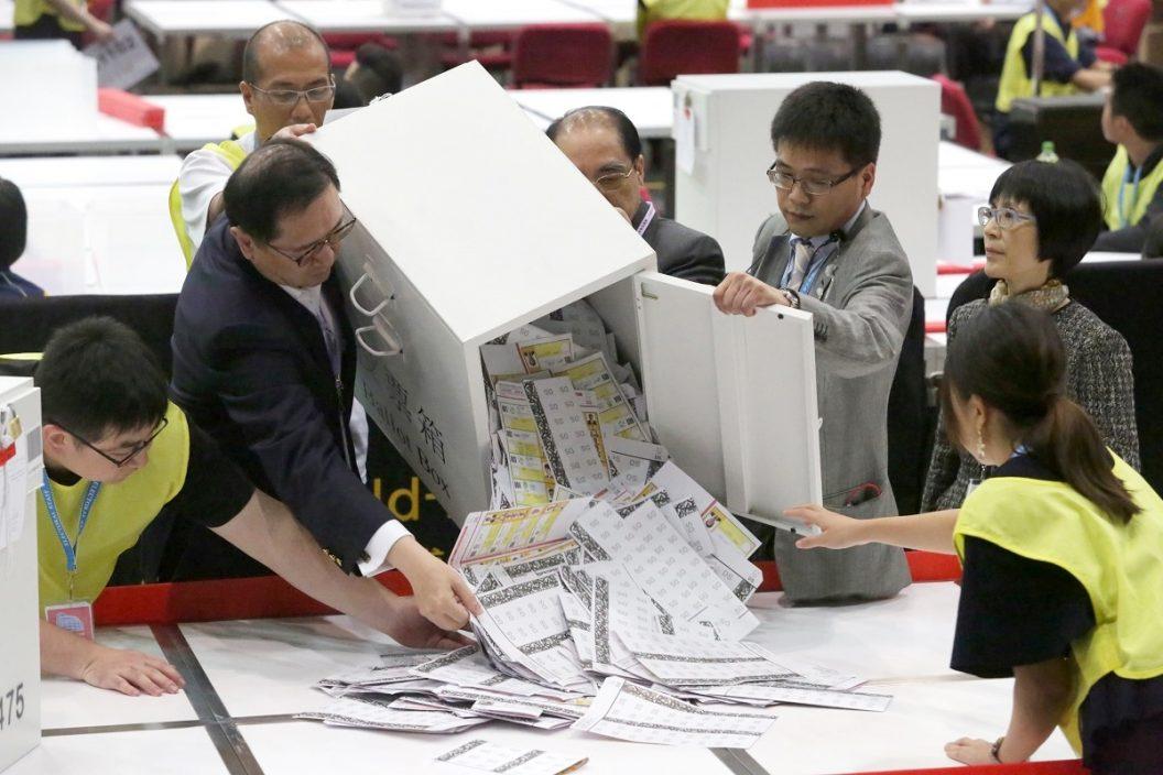 【完善选举】草案首读二读 专业界公司选民标准何在?