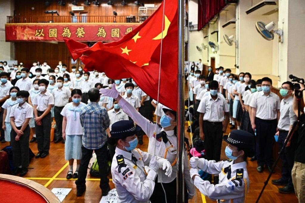 国家安全教育日 有中学举行升旗礼等活动
