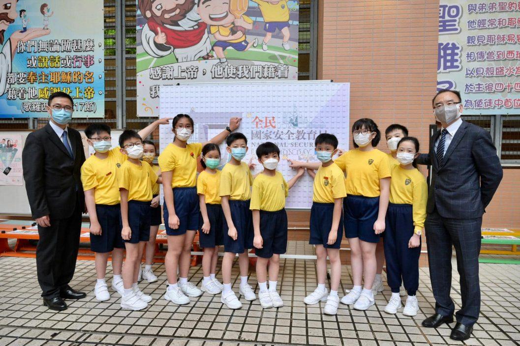 国安教育日到小学参与升旗仪式唱国歌 杨润雄:别具意义
