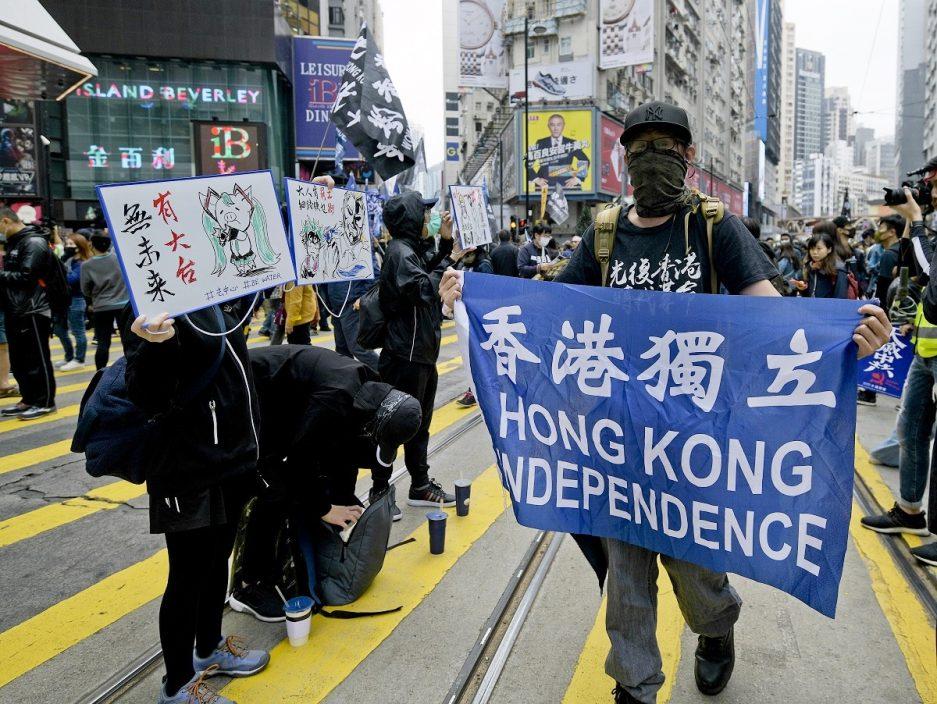 """国安机关拘2名内地来港学生 指加入反华组织称""""光复香港"""""""