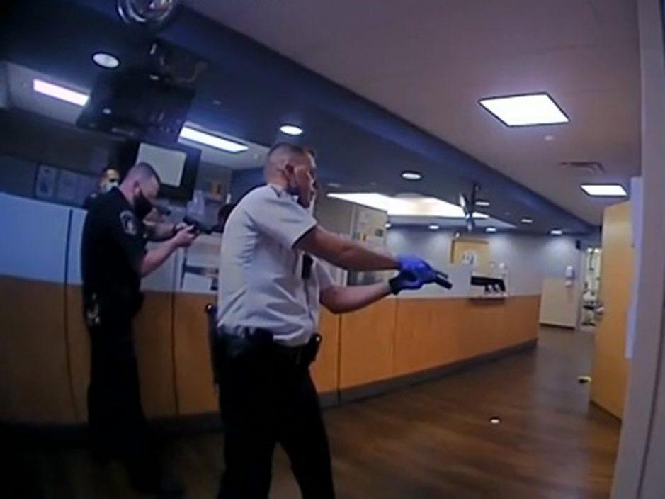 美国俄亥俄州黑人在医院遭警员电击后再被击毙