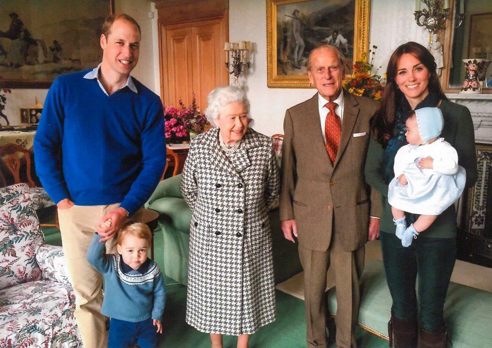 菲腊亲王珍贵照片曝光 与七个曾孙合照场面温馨