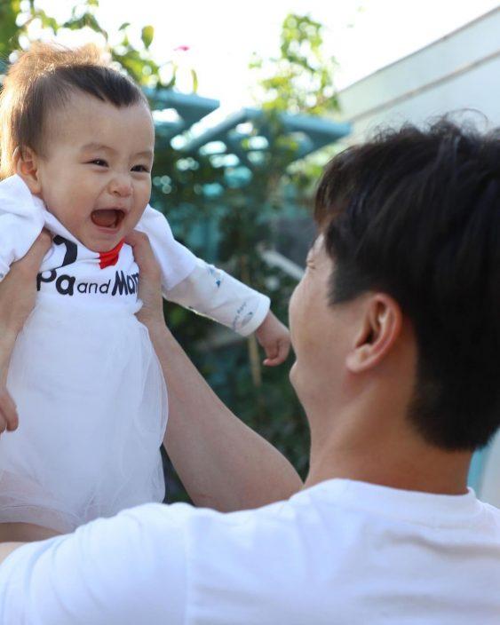 小珍珠1岁生日 杨茜尧罗子溢斗晒爸妈视觉