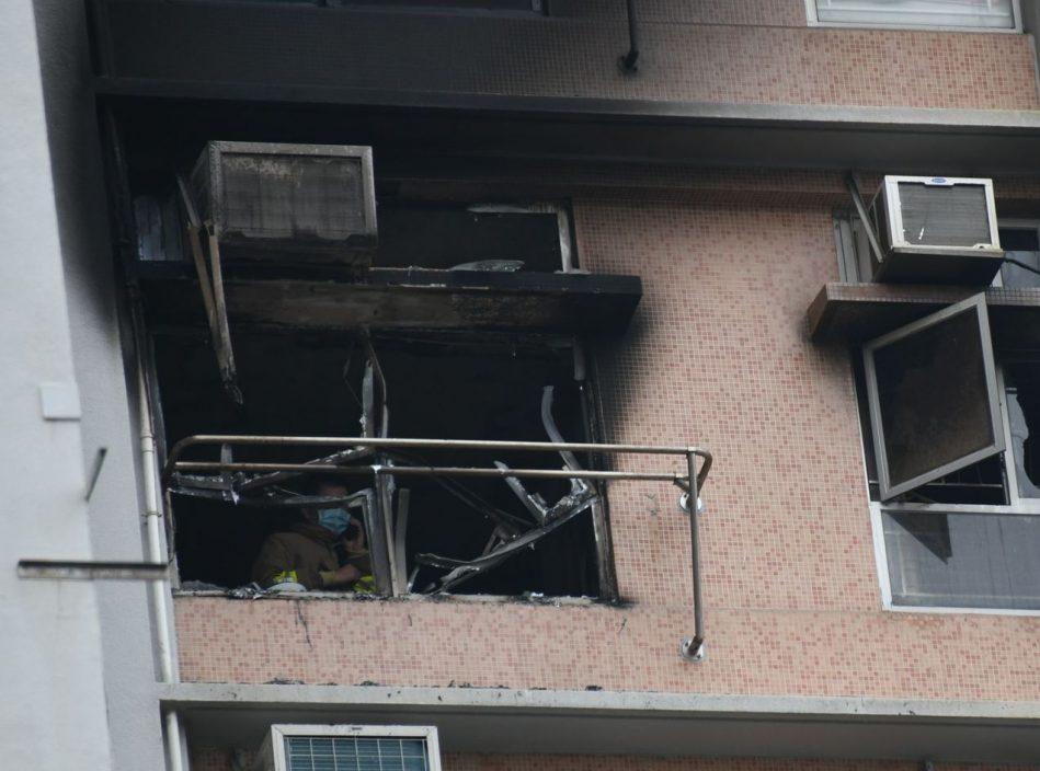 【宝达邨大火】警:客厅按摩椅锂电池发热短路 导致起火