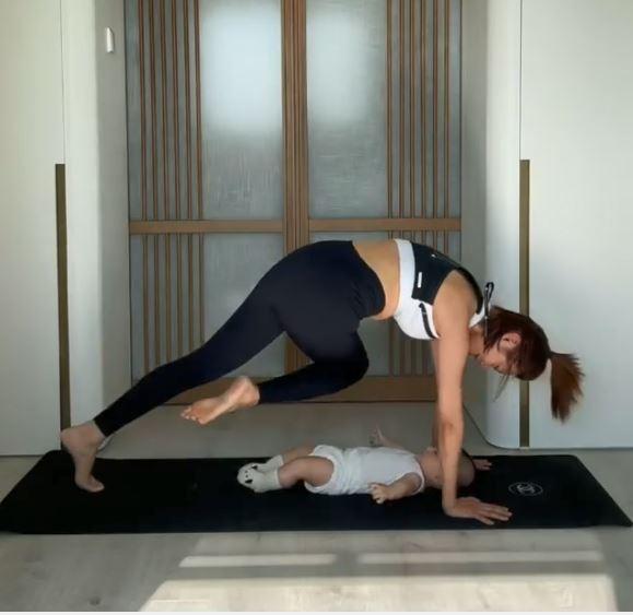 【母子Gym】 负重20磅减磅增肌最有效      倪晨曦抱5个月囝囝做运动