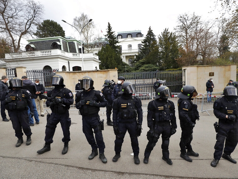 """俄罗斯驱逐20名捷克外交人员出境 列作""""不受欢迎人物"""""""