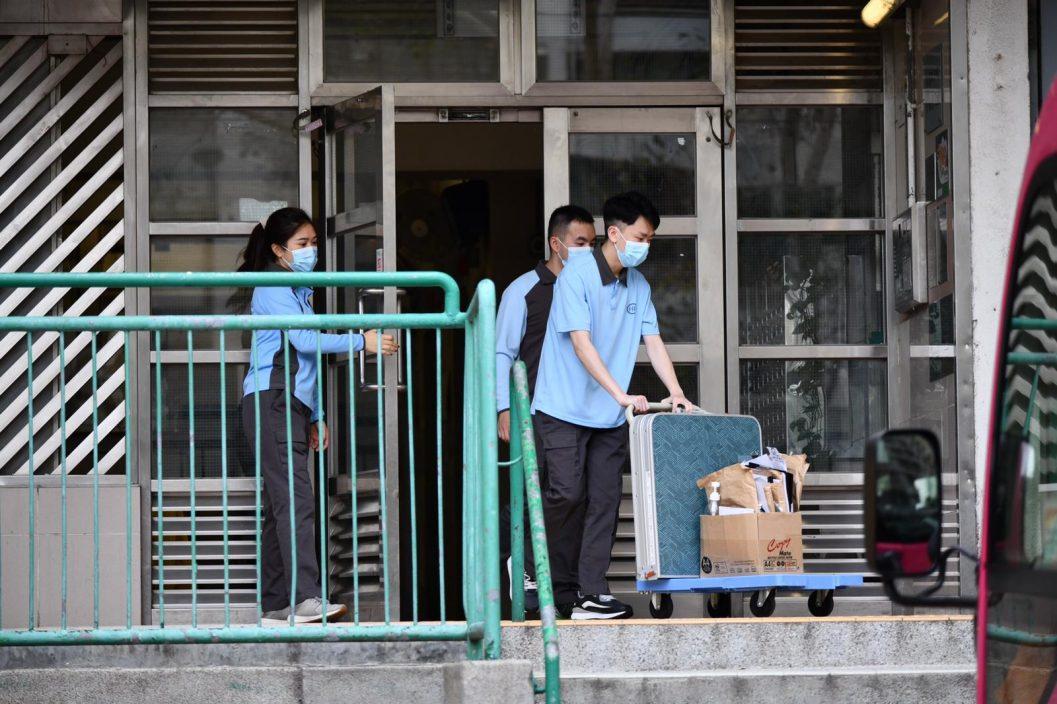 消息指屯门爱晖楼再爆疫 第2座8楼所有居民需撤离至检疫中心