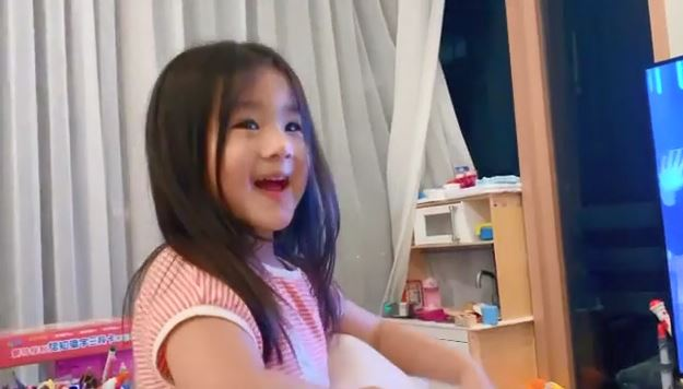 Dear Jane主音Tim攞奖      杨洛婷拍低囡囡兴奋跳晒睇直播