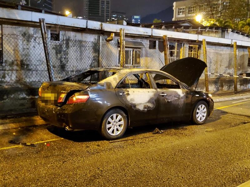 长沙湾私家车遭纵火 疑与油麻地1600万拦车劫案有关