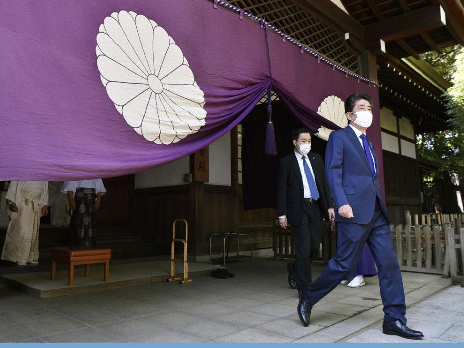 日本前首相安倍参拜靖国神社 首相菅义伟献供品