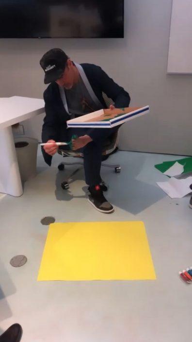 整可爱绿色脚印画      罗拔唐尼宣传自家高科技环保组织