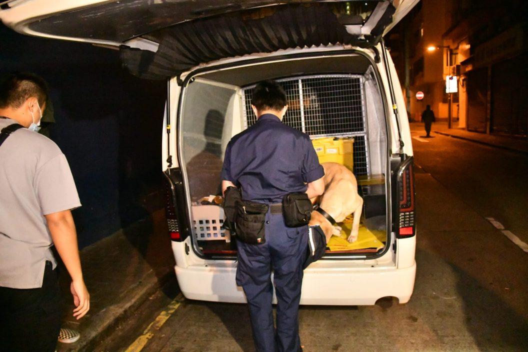 冲锋队截查西湾河客货车 23岁男涉藏大麻烟被捕