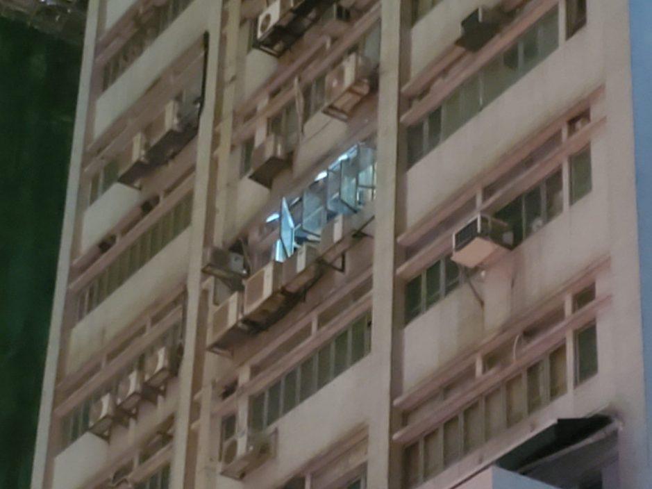大角咀工厦单位电线短路引起火警 1男子手部割伤
