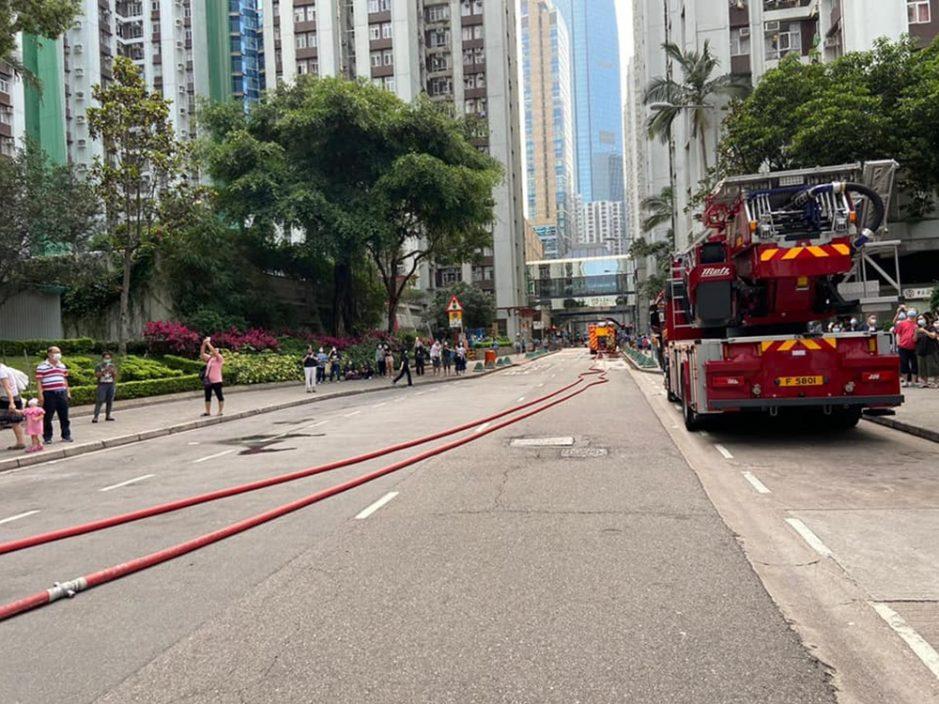 太古城华山阁火警冒大量黑烟 冷气机被烧至堕落马路