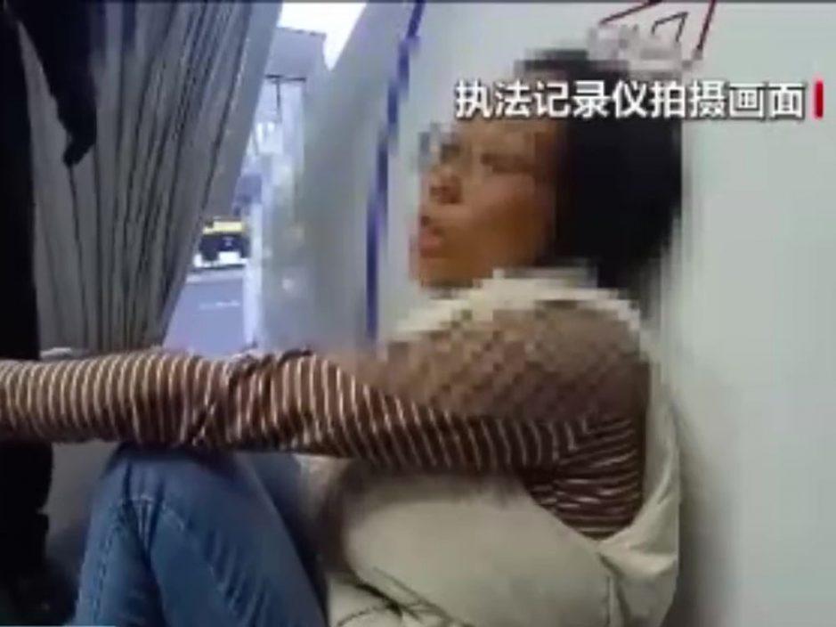 女子大闹北京大兴机场 非她航班仍强闯登机口被行拘十日
