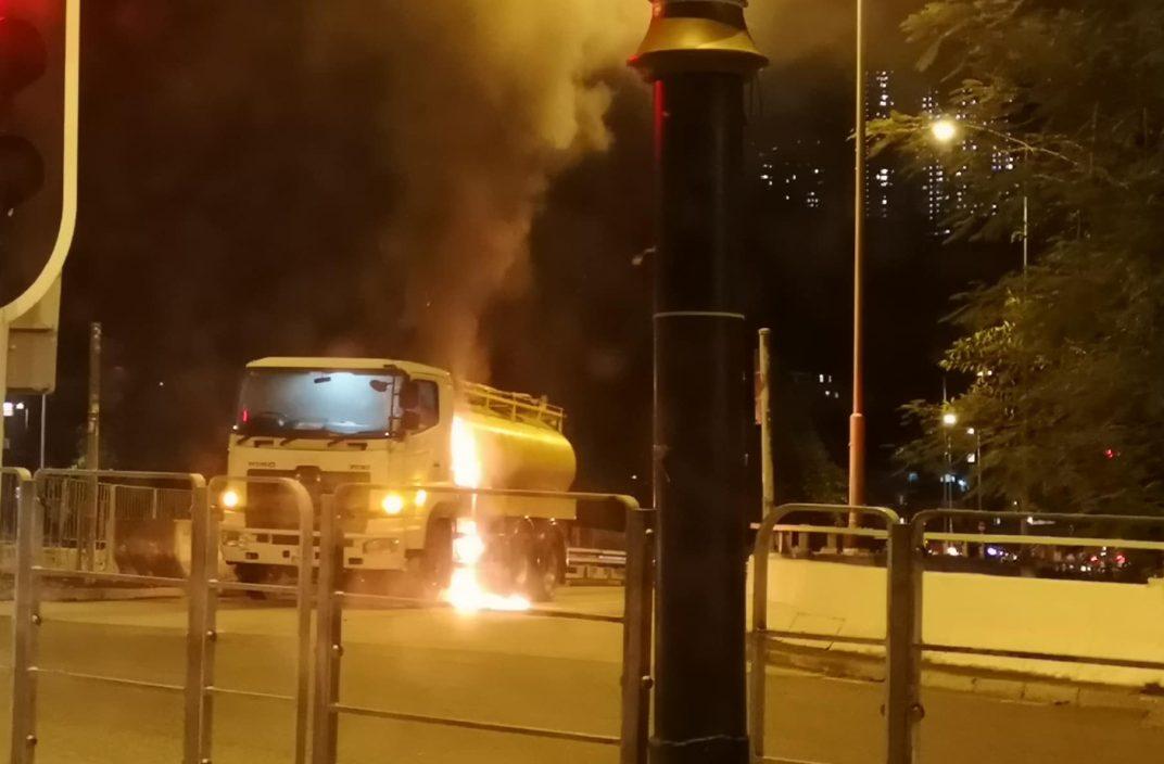 沙田废油回收车起火 司机和跟车工及时逃生