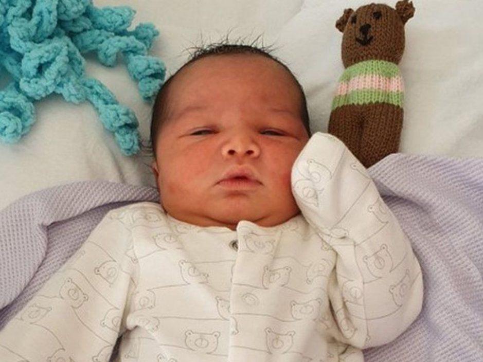 英国伯明翰公园发现弃婴 警方助寻生母暖心取名George
