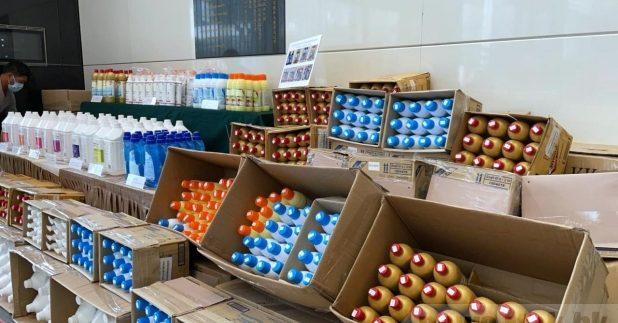 海關檢獲約值40萬元貨品,包括清潔劑、洗潔精及去污清毒產品。(汪溟㬢攝)