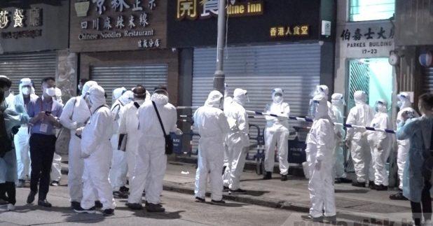 当局昨晚围封患者居住的伯嘉士大厦,约80名居民接受病毒检测。(施华骏摄)