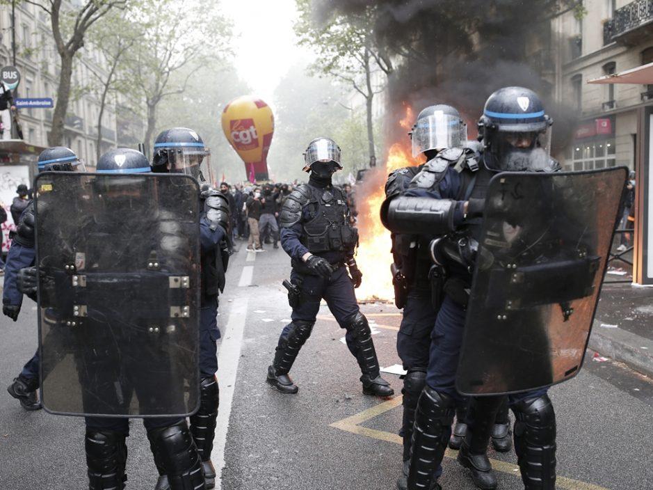 多国民众发起五一游行演变成警民冲突