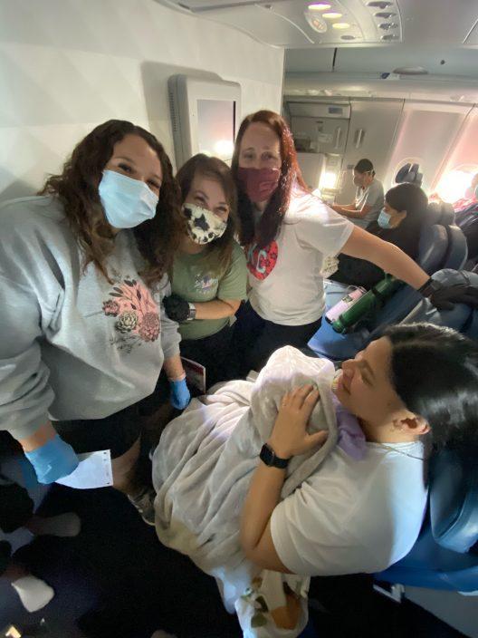 美妈怀孕29周竟毫不知情 突作动诞B空姐乘客机上接生