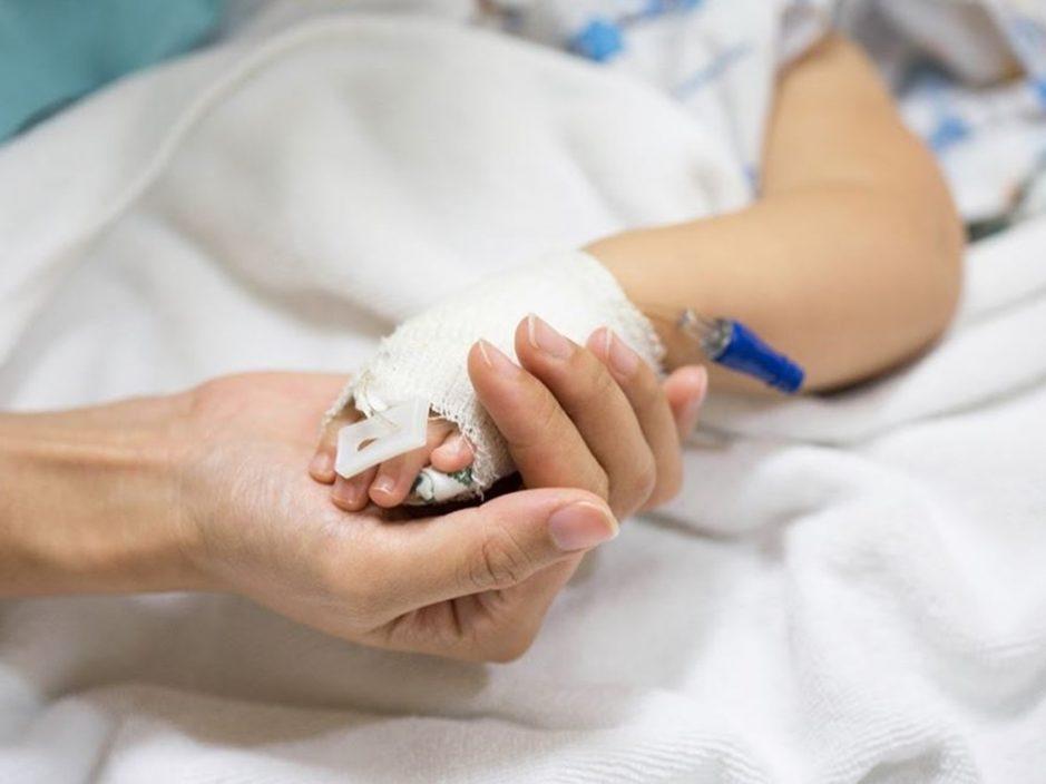 父母留3岁男童独自玩耍 意外被折枱夹胸送院后不治