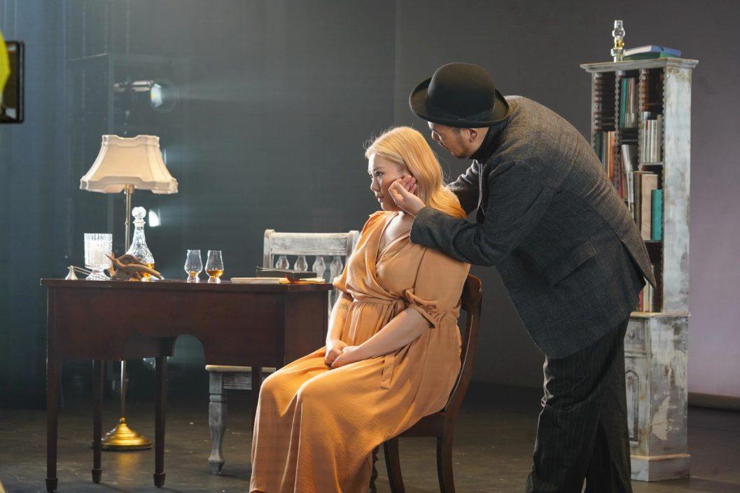 MV如演舞台剧 郑欣宜嗌到声沙