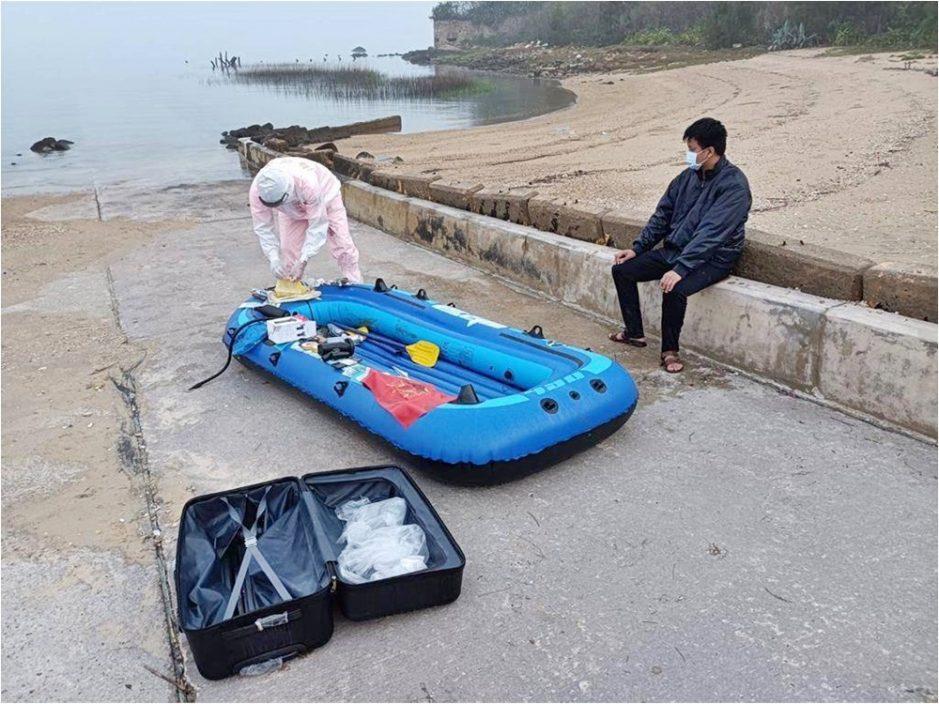 再有陆男坐橡皮艇偷渡到台湾 携带猪肉水饺被截停