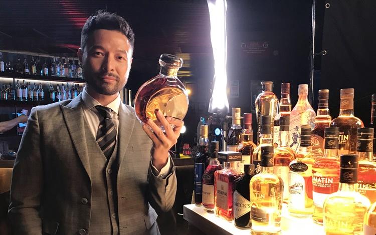 拍广告豪气杯杯清 张达伦一晚饮廿杯威士忌