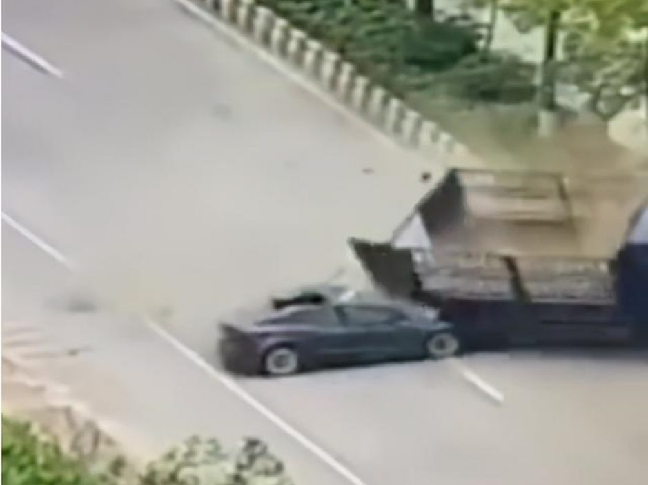 【有片】Tesla韶关超速追撞货车 男司机当场死亡