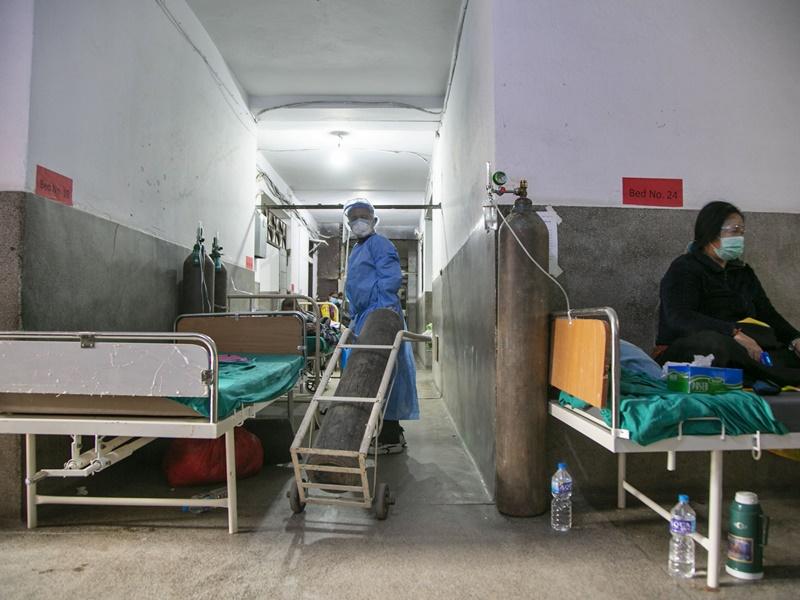 尼泊尔增9000宗确诊创新高 美国容许非必要外交官回国