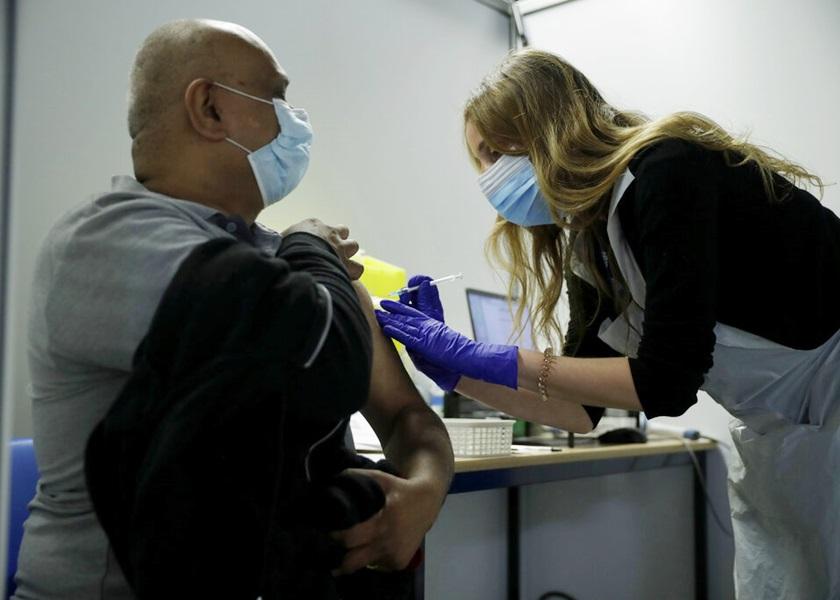 英国疫苗专责小组前主管预料 新冠病毒8月不再在国内传播