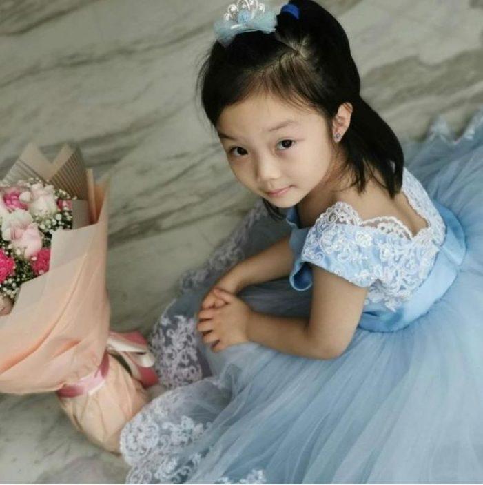刘倩婷贴一家四照:我最好的母亲节礼物是拥有你们