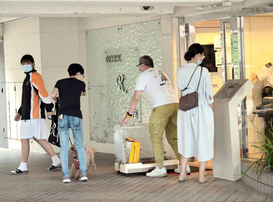 区议员:荃威花园R座将结束检疫 分批返回住所
