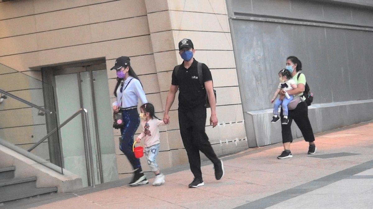【城城视角】拖囡囡行街街        方媛收母亲节咭好开心