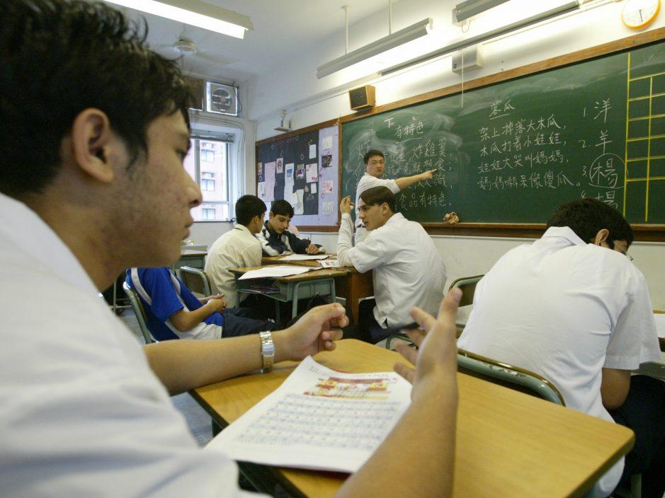 【专题】非华语生资助怪现象 学校有钱不花章法乱